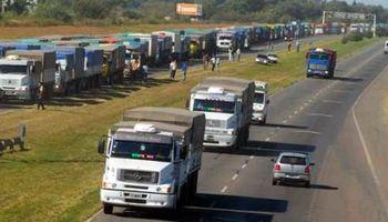 Por aumentos de costos, circulan menos camiones