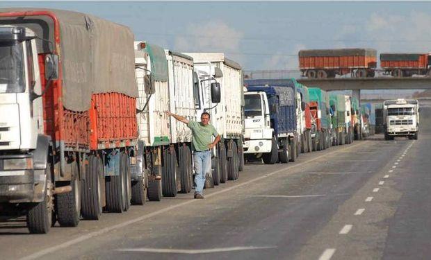 """Transportistas independientes se movilizan con cortes de ruta: """"Estamos en una emergencia económica"""""""