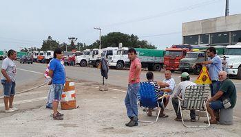 Continúa la protesta de camioneros en las rutas