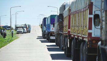 Transportistas de granos profundizan la protesta