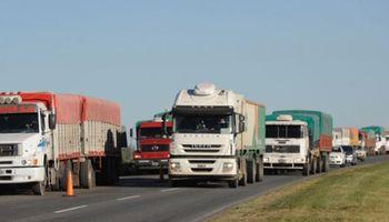 Congestión de camiones en los accesos a las terminales portuarias del Gran Rosario