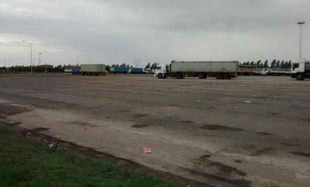La playa de estacionamiento de Louis Dreyfus, en General Lagos, fue liberándose paulatinamente, y en el día quedará vacía. Fuente: @Agroentregas