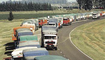 Crece el ingreso de camiones a los puertos del Gran Rosario por el avance de la cosecha gruesa