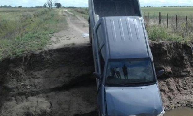 La camioneta quedó con importantes daños. Foto: Productores de Las Varillas