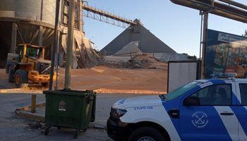 Grave incidente: qué se sabe de los trabajadores atrapados por el derrumbe de un silo en Bunge