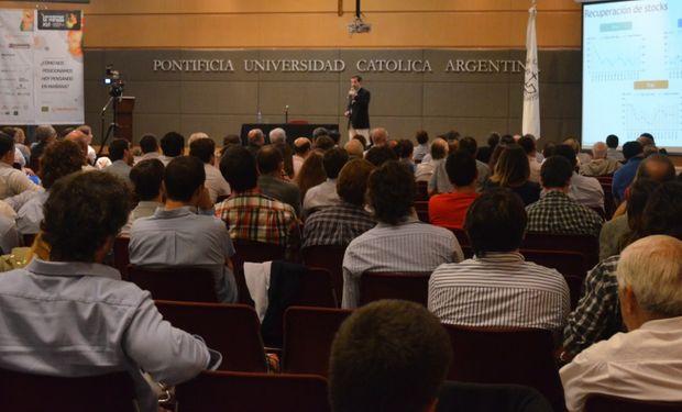 """Carlos Poullier sobre """"Estrategias Comerciales: Decisiones de corto pensando en el largo""""."""