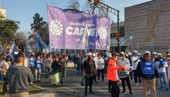 El sindicato de los trabajadores de la carne salió a la calle y pidió la apertura de las exportaciones