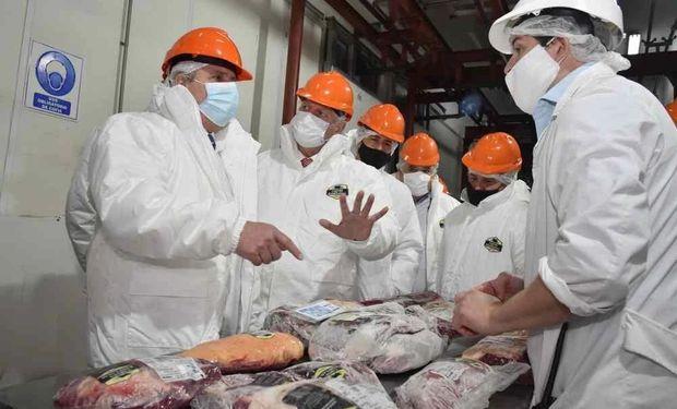 """""""Sería letal"""": la oposición salió al cruce de la intención del Gobierno de cerrar la exportación de carne"""