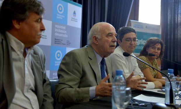 Casamiquela junto al Jefe de Gabinete,Héctor Espina, y los Secretarios Rodríguez y Campos Bilbao.
