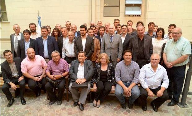 Casamiquela junto a los intendentes y jefes comunales santafecinos