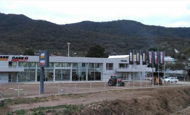 Mayssa se ubica en la Ruta Nacional número 9, km 1593, en la autopista de entrada a la ciudad de Salta.