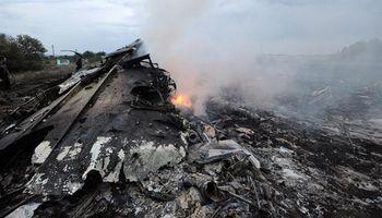 Impactado por un misil, cayó un avión de Malaysia Airlines en Ucrania