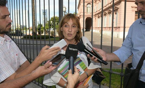 Ministra de Producción, Alicia Ciciliani, tras reunirse con referentes de la cadena lechera en Casa de Gobierno.