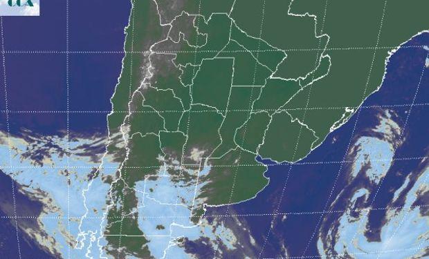 La foto satelital muestra aún un vasto despliegue de cielos despejados.