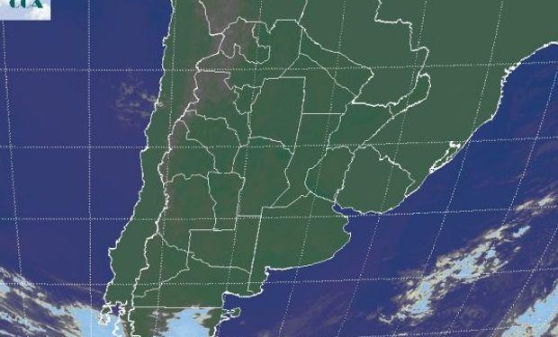 La foto satelital vuelve a mostrar un vasto paneo del sudeste de Sudamérica donde los cielos se muestran despejados.