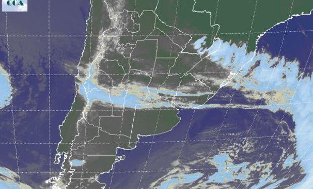 En el recorte de la Imagen Satelital se puede observar el predominio de altas presiones con cielos despejados que ganan cobertura.