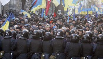 Más incertidumbre en Ucrania: el presidente da un paso al costado