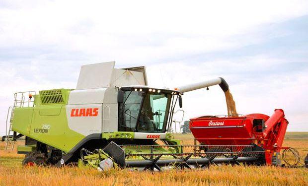 La empresa ofrece servicios de contratista en el  sector arrocero con máquinas de CLAAS.