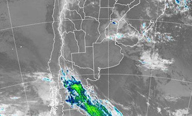 En el recorte de imagen satelital, se aprecian coberturas de nubes bajas sobre el centro este del país