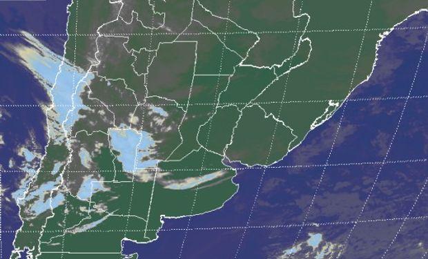 Se aprecian perturbaciones desorganizadas que avanzan desde el oeste generando coberturas sobre la región cuyana y puntana.