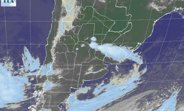El recorte de la Imagen Satelital deja ver una perturbación sobre la provincia de SF y centro del Litoral.