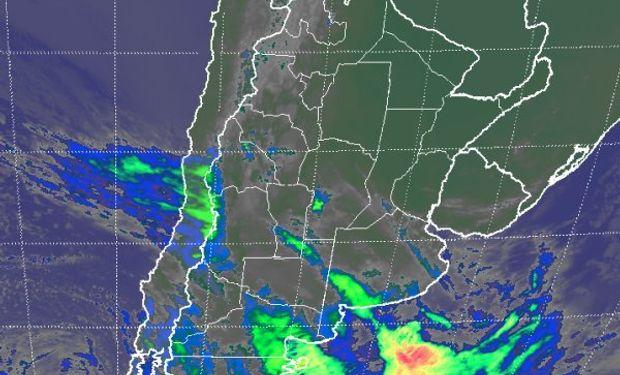 En el recorte de imagen satelital se aprecian las coberturas nubosas que se despliegan tomando gran parte de Buenos Aires.