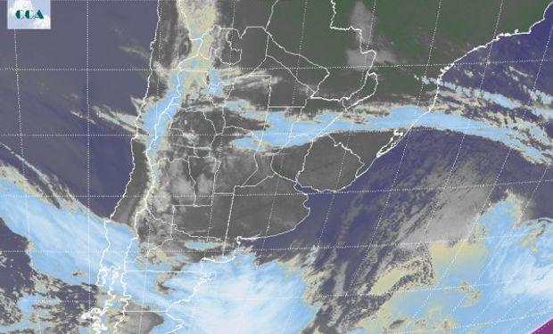 En el recorte de la Imagen Satelital puede apreciarse la ubicación de un sistema de alta presión sobre las provincias del centro.