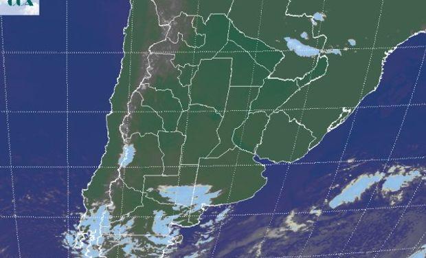 Foto satelital permite apreciar el vasto despliegue de cielos despejados.