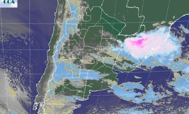 En la foto satelital se aprecian las tormentas que se van desplazando hacia los estados vecinos de Brasil.