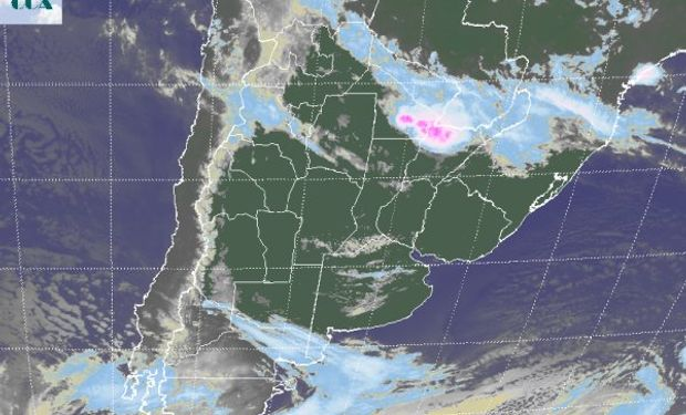 En la imagen satelital puede apreciarse el pasaje de algunas nubes sobre el centro de la provincia de BA y el sur de la zona núcleo.