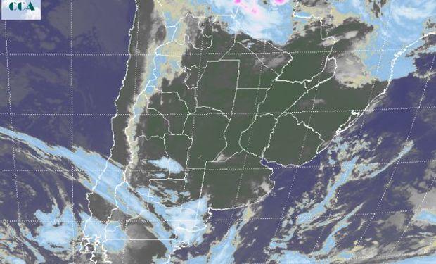 Coberturas nubosas que aparecen no son de importancia.