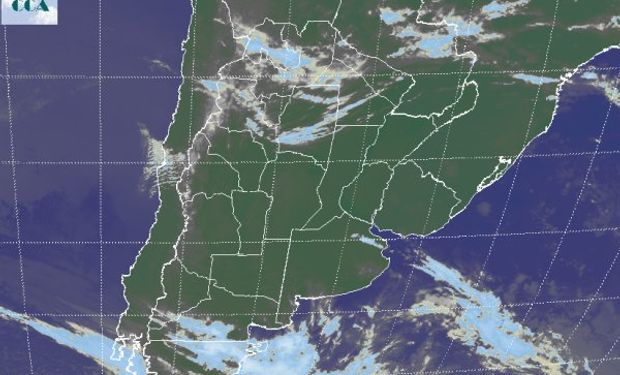 La foto satelital continúa mostrando coberturas nubosas en el noreste del país.