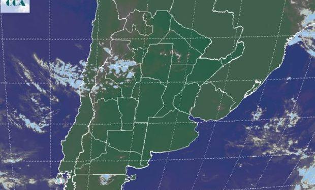 La foto satelital vuelve a reproducir un panorama donde los cielos despejados predominan.