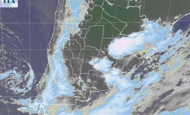 La foto satelital muestra nubes de buen porte vertical allí donde se preveía el máximo de actividad para este evento.
