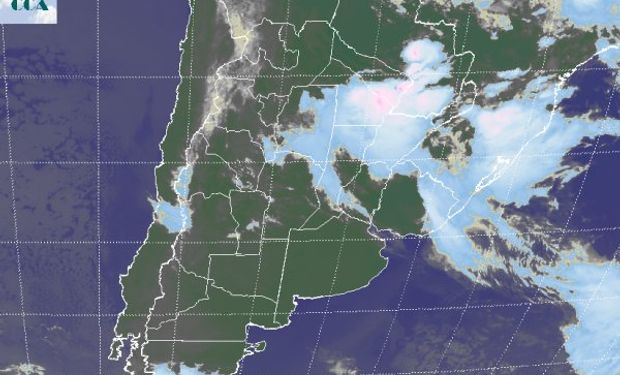 La foto satelital presenta las coberturas de mayor desarrollo y la zona donde se despliegan las principales celdas de tormenta en el noreste del país.