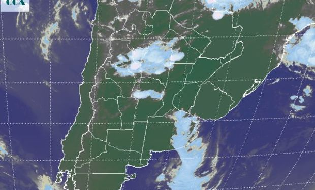 La foto satelital presenta al sistema de mal tiempo saliendo por el este de BA, con una mejora rápida y temporaria en zonas del oeste.