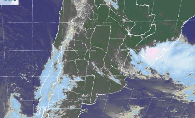 La foto satelital sigue mostrando el foco de la actividad principal en el sudeste de Rio Grande do Sul.