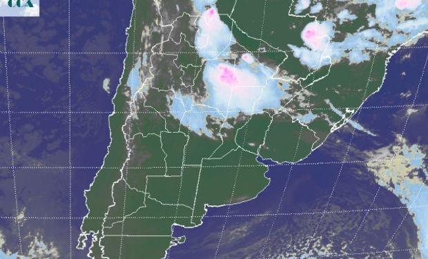 La foto satelital muestra la posición de la nubosidad casi llegando a las 8 hs de hoy.