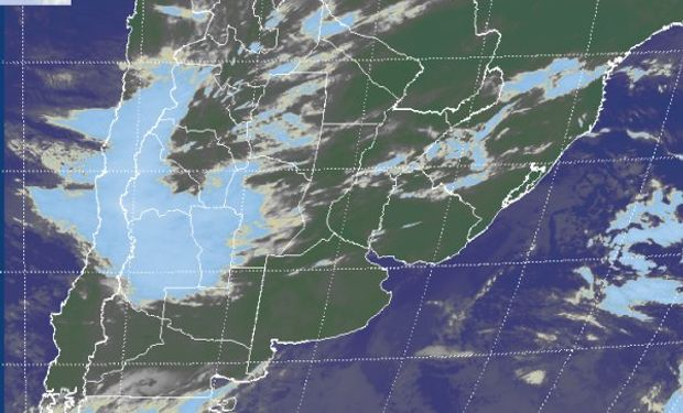 En la imagen satelital se aprecia la concentración de nubosidad sobre la región cuyana y su proyección hacia SL y el oeste cordobés.