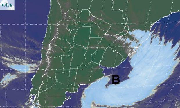 En la imagen satelital se aprecia con eficiencia la nubosidad que dibuja el centro de baja presión con su característico centro.