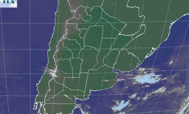 La foto satelital presenta cielos muy poco cubiertos, no sólo en la región pampeana sino que en gran parte del sudeste de Sudamérica.