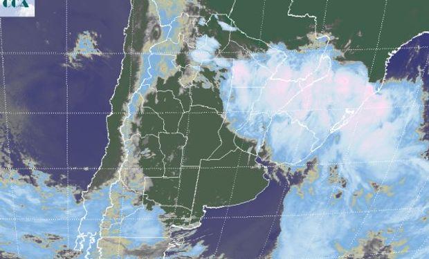 La foto satelital permite apreciar la rápida mejora de las condiciones del tiempo sobre gran parte de la región pampeana.
