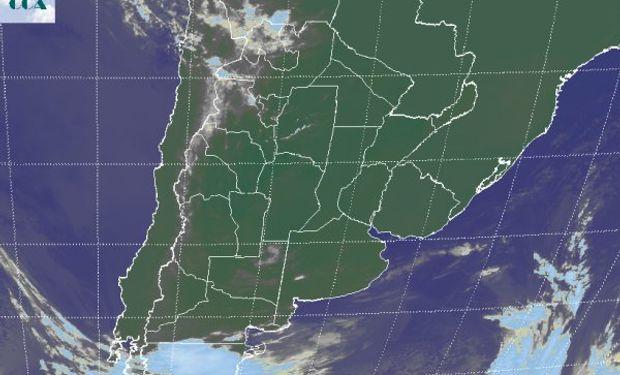En el recorte de imagen satelital, sigue prevaleciendo el extendido despliegue de cielos despejados.