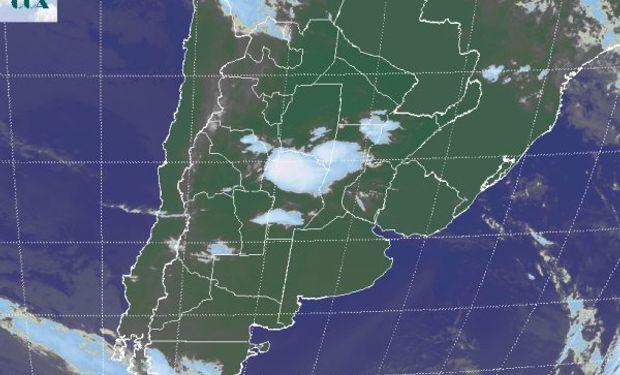 En la foto satelital se observa un importante nivel de actividad sobre el norte de Córdoba.