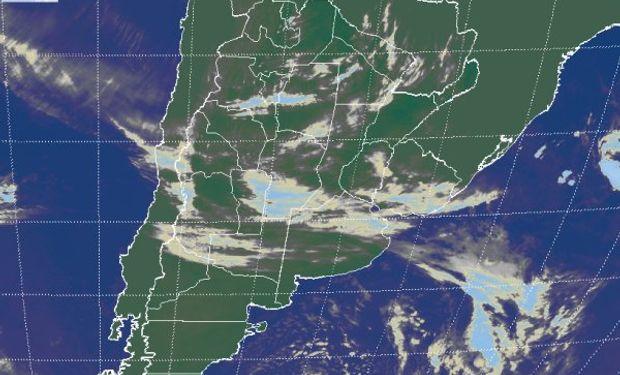 La foto satelital muestra el tránsito de nubosidad sobre gran parte del centro de la región pampeana.