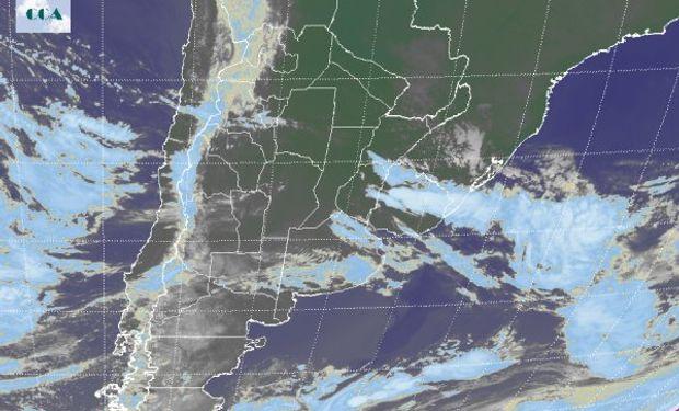 En el recorte de la Imagen Satelital puede observarse el predominio de cielos mayormente despejados.