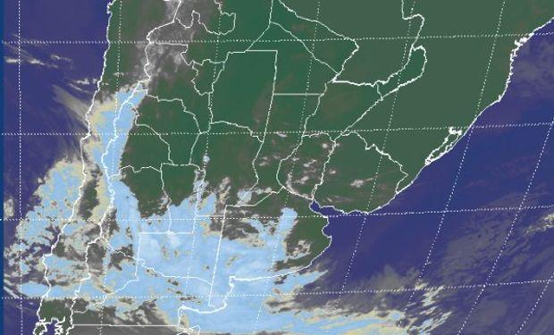 La foto satelital muestra un despliegue importante de nubosidad que se ha venido organizando desde el oeste.