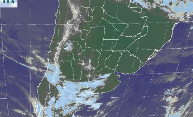 La foto satelital presenta una significativa diferencia respecto de ayer en cuanto a la estabilización de las condiciones meteorológicas sobre el NEA.