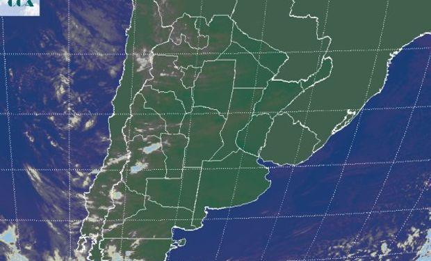 El avance de alguna nubosidad en altura deja coberturas en la zona semiárida del país, la cual se proyecta en hacia el este sin encontrar condiciones para su desarrollo.
