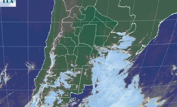 La foto satelital evidencia la concentración de la actividad del sistema de mal tiempo sobre el este de BA, gran parte de ER y el territorio uruguayo.